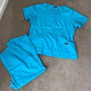 Scrub top and pants - teal